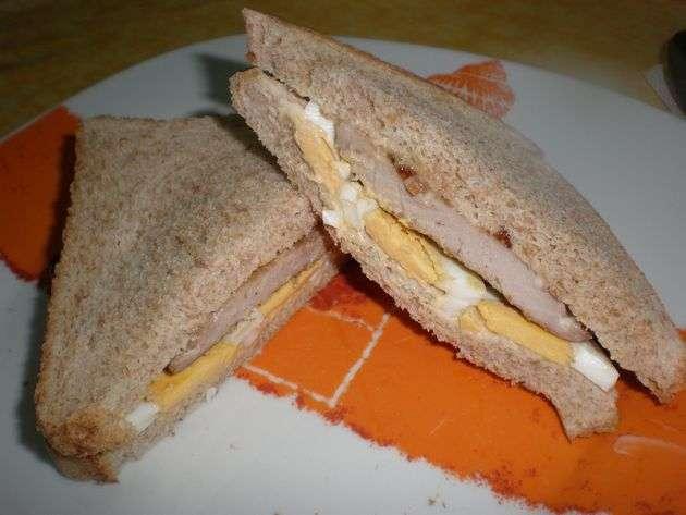 sandwiche - ▷ Filetes de atún y huevos, en sándwiches